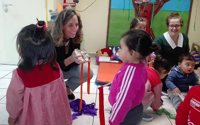 También lo hizo con el equipo educativo del establecimiento ubicado en la comuna de La Granja.