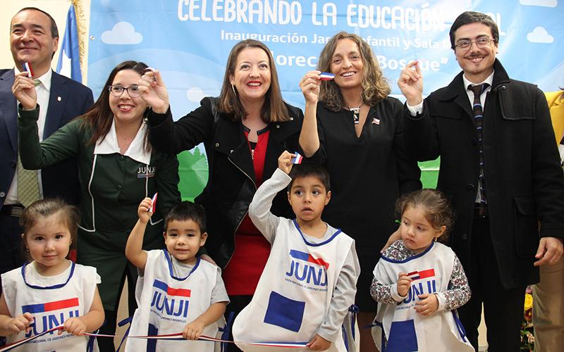 En su primera gira por regiones inauguró un jardín infantil para 48 párvulos.