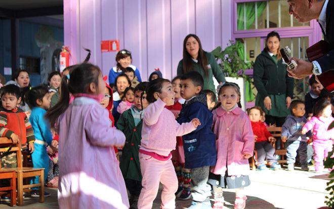 Melodía creada por el equipo educativo del establecimiento de Viña del Mar, buscar fortalecer en los niños y niñas el cuidado del medio ambiente y los estilos de vida saludable, que forman parte del sello del jardín infantil.