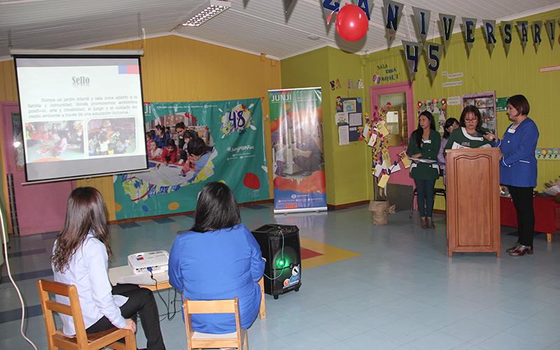 En una ceremonia organizada para las autoridades y las familias locales, la directora de la unidad educativa expuso los principales logros alcanzados durante el 2017 en beneficio de entregar una educación de calidad a los niños y niñas de Valdivia.