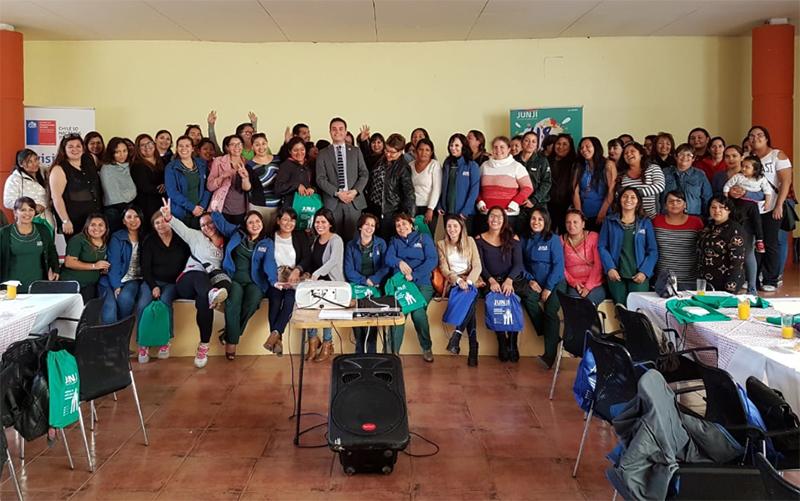 El encuentro ciudadano, fue encabezado por el seremi de Gobierno, Víctor Mardones Bernal, y la directora regional de JUNJI, Sandra Flores, quienes invitaron a los asistentes a presentar proyectos sociales que beneficien a la primera infancia.